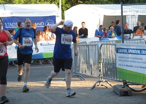 Der dritte Team-Läufer kommt