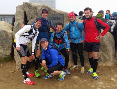 Die schnelle, lange Laufblogger-Gruppe auf dem Brocken