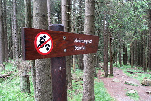Schild für die Abkürzung nach Schierke