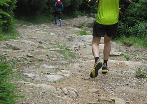 Ein steiniger Abstieg für die Läufer