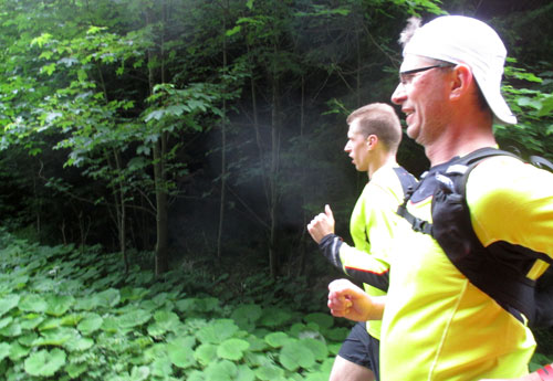 Läufer auf dem letzten Teil der Laufstrecke