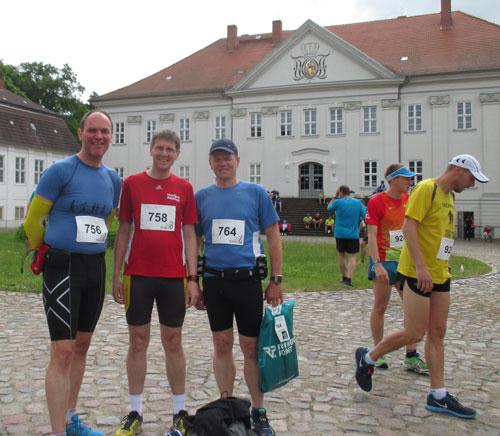 Läufer vor dem Schloss Hohenzieritz