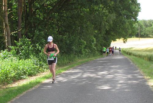 Läuferin an Steigung