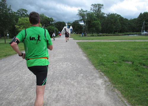 Kurz vor dem Ziel geht es für die Halbmarathon-Läufer noch über eine Brücke