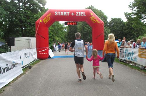 Zielbogen des Tollensesee-Halbmarathon