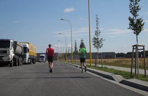 Läufer im Gewerbegebiet