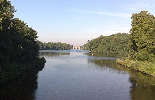 Läufer-Blick von der Badewitzbrücke auf die Machnower Schleuse