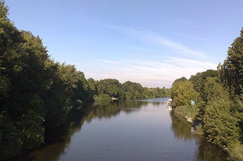 Läufer-Blick von der Knesebeckbrücke auf den Teltowkanal