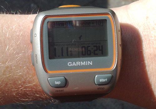 Garmin Forerunner mit Anzeige: Distanzvorsprung 1,11 km, Zeitvorsprung 6:24