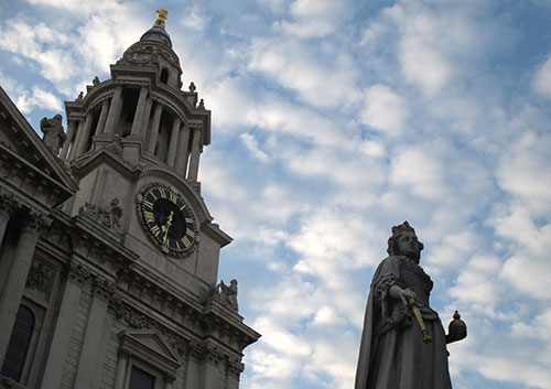 Statue von Queen Anne vor der St Paul's Cathedral