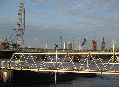 Blick über die Themse auf London Eye und Big Ben