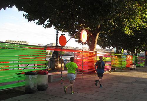 Läufer am Ufer der Themse auf Höhe des Southbank Centre