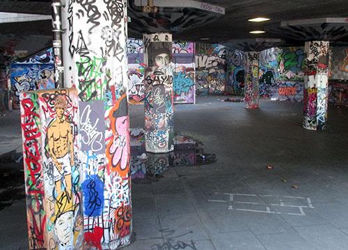 Graffiti an Säulen