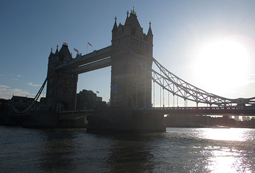 Tower Bridge in der Morgensonne