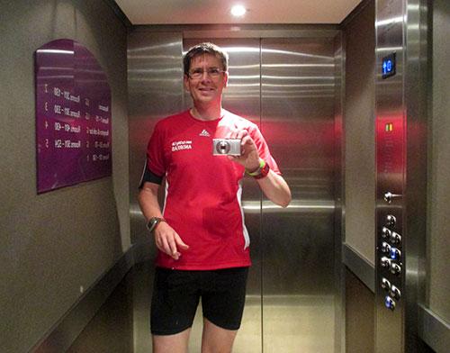 Läufer im Fahrstuhl