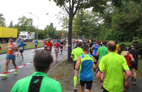 Läufer auf Pendelstrecke vom Rathaus