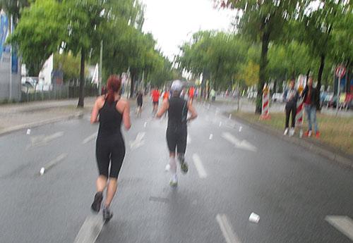 Tegel-Halbmarathon-Läufer kurz nach km 10