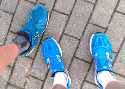 Blaue Laufschuhe von Adidas und New Balance