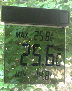 Thermometer zeigt 25,6 Grad