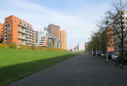 Weg im Tilla-Durieux-Park nahe Potsdamer Platz
