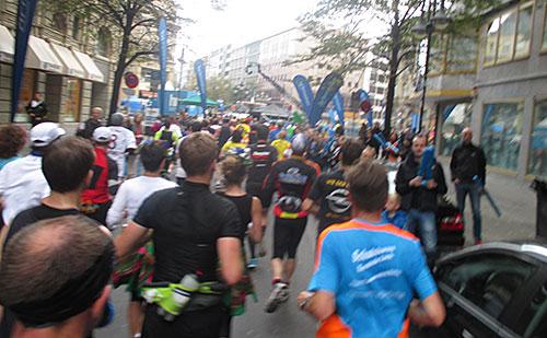 Enge Straßen beim Frankfurt-Marathon