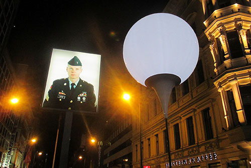 Ballon der Lichtgrenze am Checkpoint Charlie