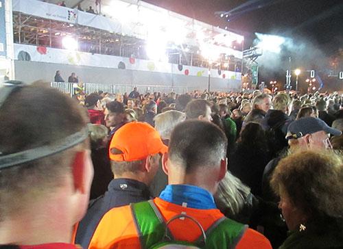 Läufer im Zuschauergewühl am Brandenburger Tor