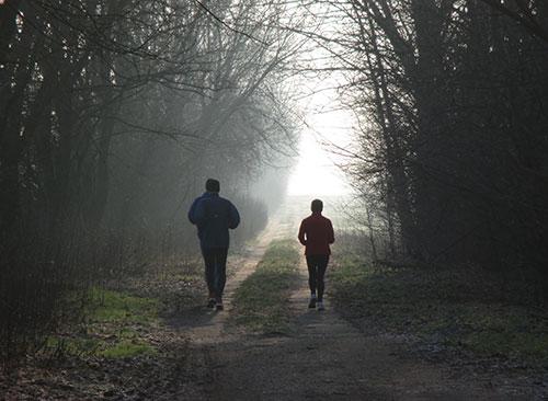 Läufer im Gegenlicht