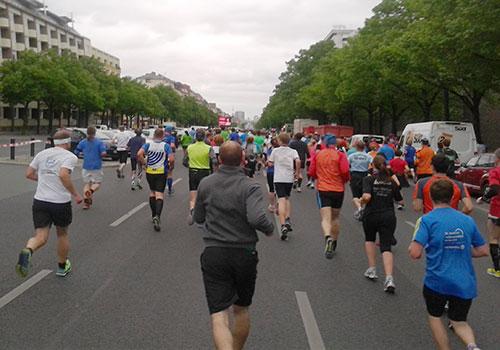 25-km-Läufer auf der langen Geraden