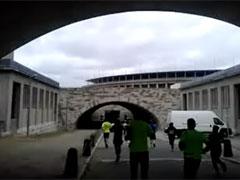 Kurz vor dem Einlauf in die Tiefgarage des Berliner Olympiastadions