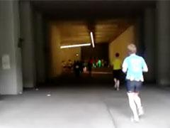 Läufer in der Tiefgarage des Olympiastadions