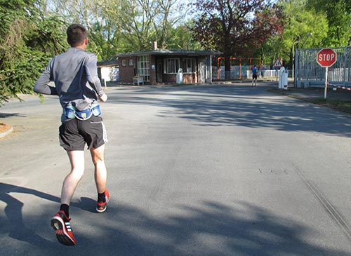 Läufer am Ausgang