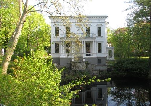 Villa mit See