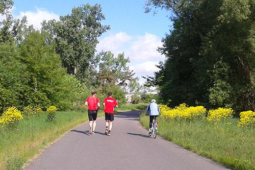 Laufen mit Fahrradbegleitung