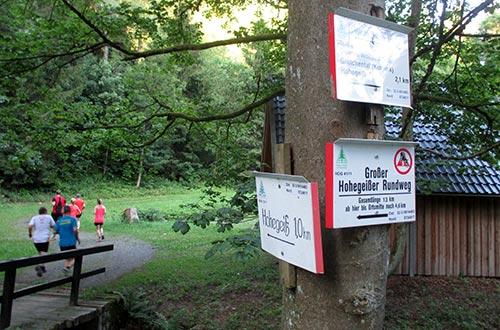 Schilder an der Wolfsbachmühle