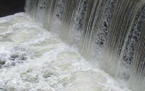 Wasser am Weserwehr