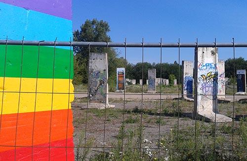 Ausstellung von Mauer-Segmenten