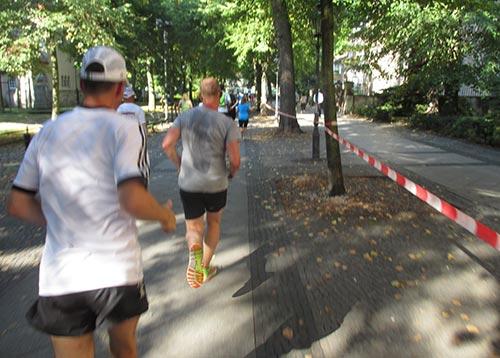 Halbmarathon-Läufer auf Alt-Tegel
