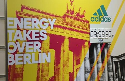 Werbung auf der Marathon-Messe: Energy takes over Berlin mit Zielzeit-Angabe 3:39:50