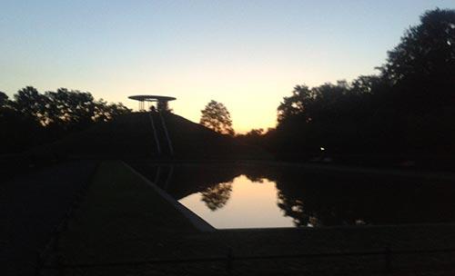 Lilienthal-Denkmal bei Sonnenaufgang im September