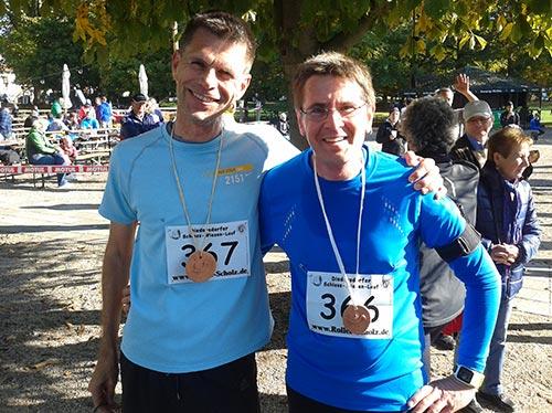 Läufer im Ziel des Diedersdorfer Schloss-Wiesen-Laufs