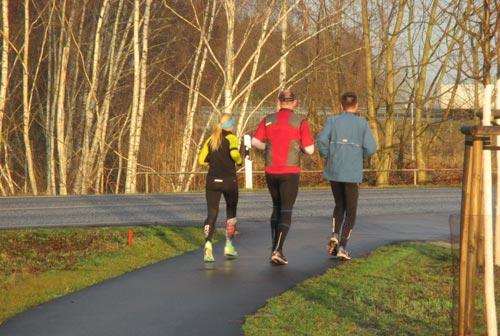 Läufer bei Sonnenschein am Sonntagmorgen