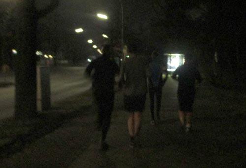 Läufer an der dunklen Motzener Straße
