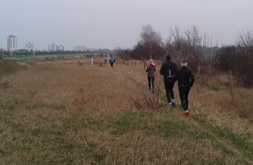 Läufer-Gruppe an der B101