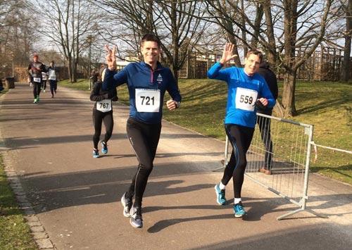 Läufer kurz vor dem Ziel beim Britzer Garten Lauf