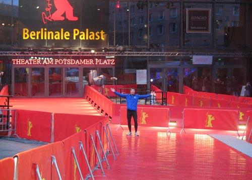 Läufer auf dem roten Teppich vor dem Berlinale-Palast