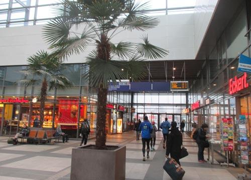 Läufer im Bahnhof Südkreuz