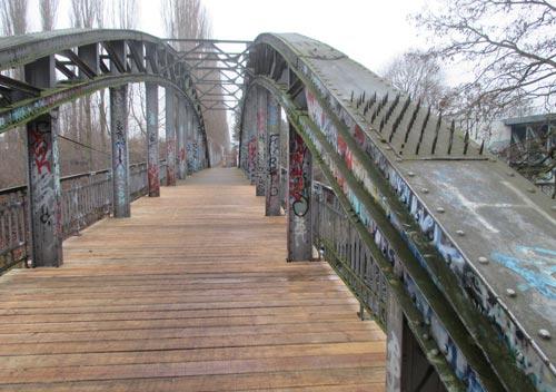 Wiedereröffnete Brücke über den Teltowkanal