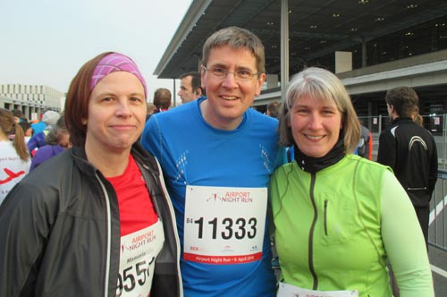 Läufer vor dem Start des Airport Night Run 2016