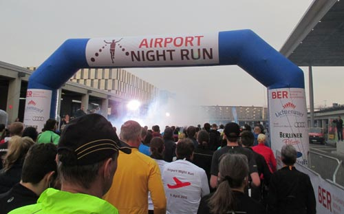 Startbogen des Airport Night Run